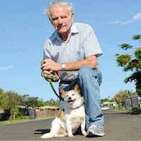 Пенсионер с собакой